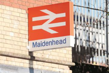 Person hit by train between Maidenhead and London Paddington